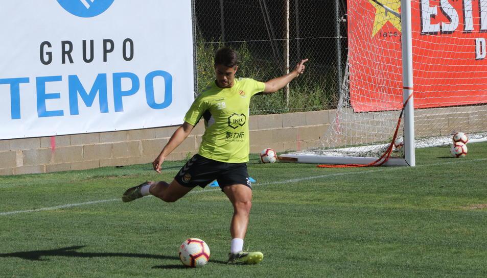 Roger Figueras, entrenant amb el Nàstic.