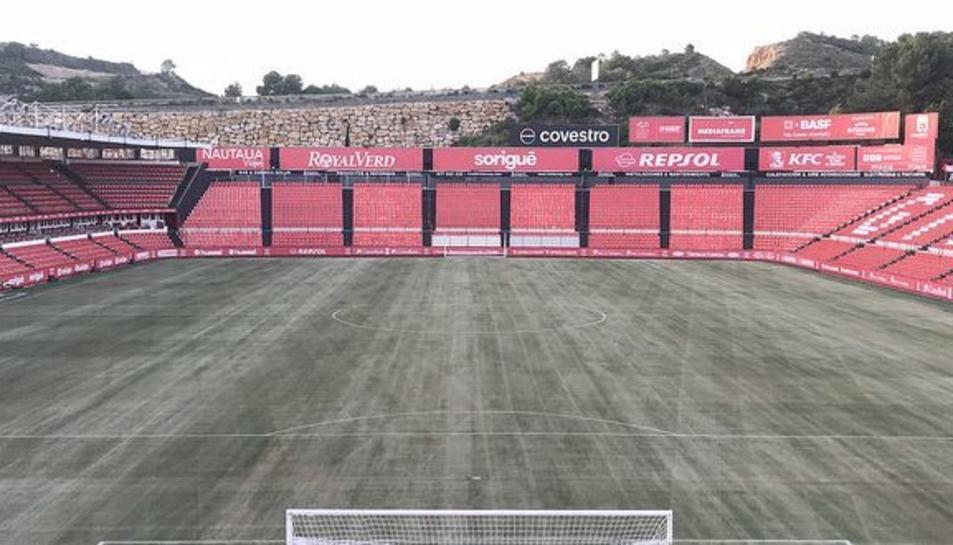 El club rasparà el camp i hi sembrarà una nova herba de cara a l'hivern.
