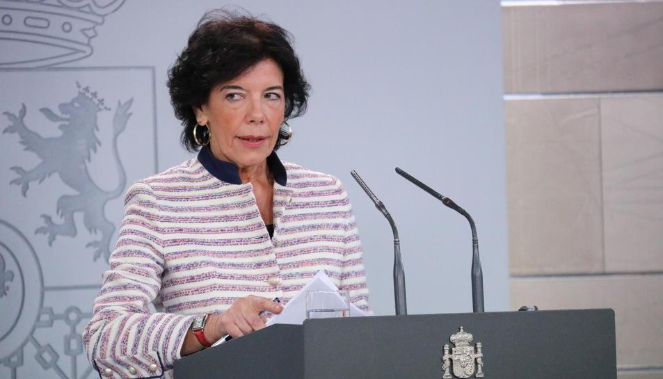 La portaveu del govern espanyol, Isabel Celaá, en roda de premsa a La Moncloa.