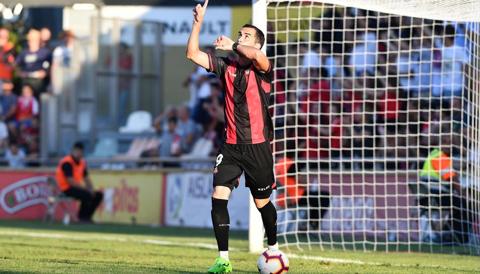 Imatge de Miguel Linares, celebrant el gol que va donar l'empat al Reus en el derbi tarragoní.