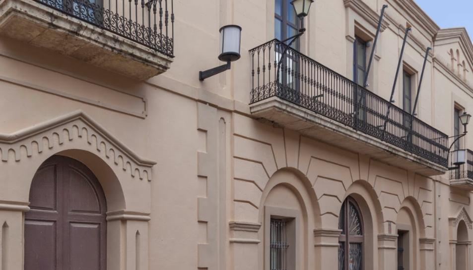 Imatge de la façana de l'Ajuntament de la Secuita, on no hi oneja cap bandera.