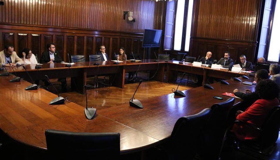 Imatge de la sessió de constitució de la comissió d'investigació del Projecte Castor, al Parlament de Catalunya.