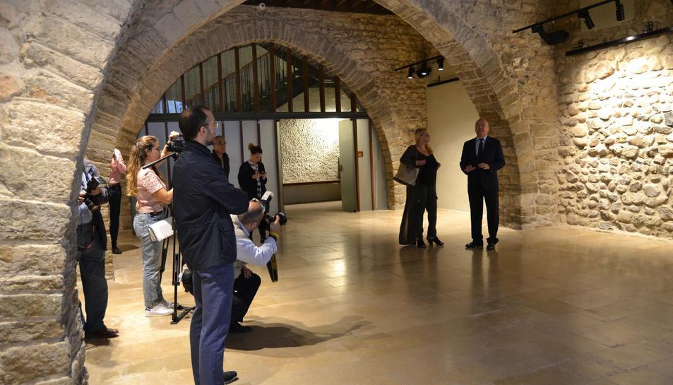 Imatge de la visita de la finalització de les obres al Castell del Cambrer.