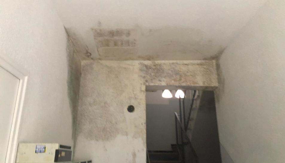 Afectació de les aigües fecals a l'interior de l'edifici.