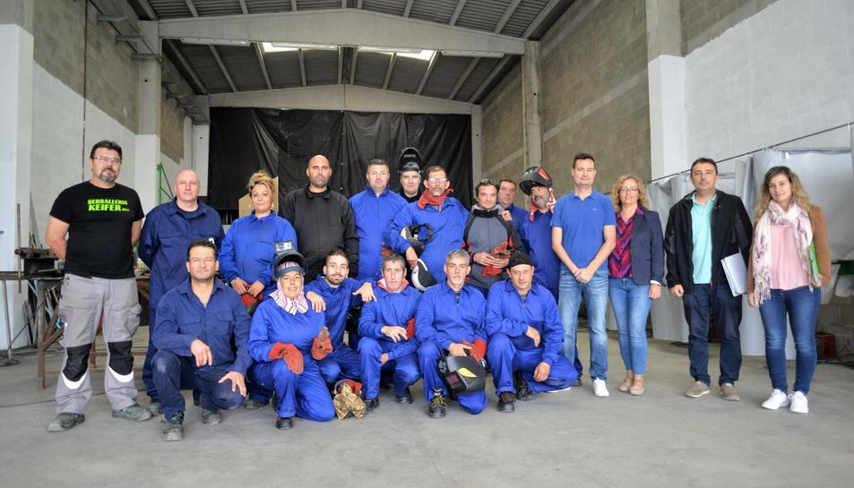 Participants en el curs de soldador que es coordina a l'Arboç.