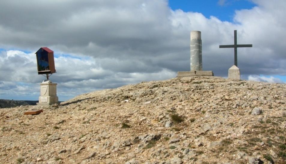 El cim de la Roca Corbatera, a la serralada del Montsant.
