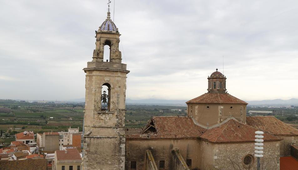 Pla de l'església de Sant Feliu de Constantí on s'observa l'esfondrament de part del sostre, el 16 d'abril del 2018 .