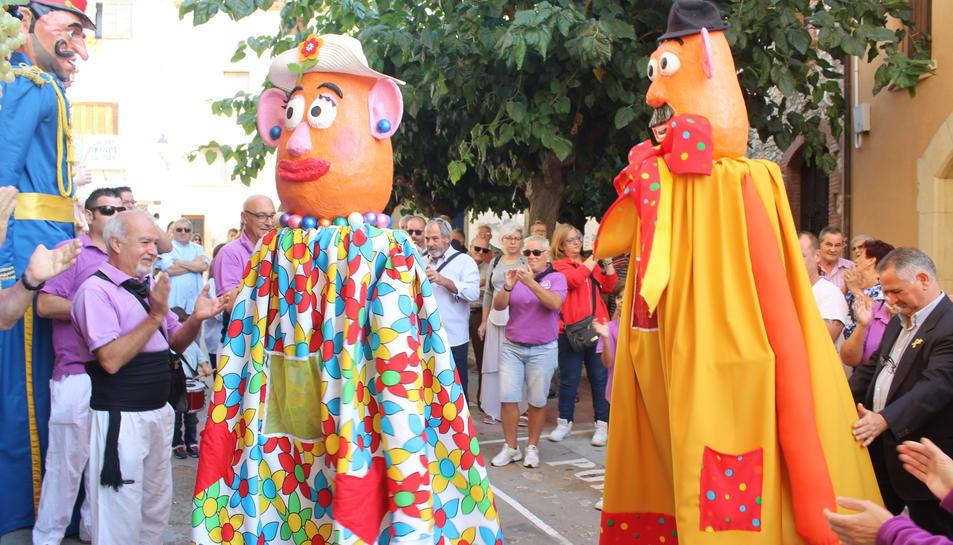 El Senyor Potato i la Senyora Potata, els dos nous gegantons de Creixell.