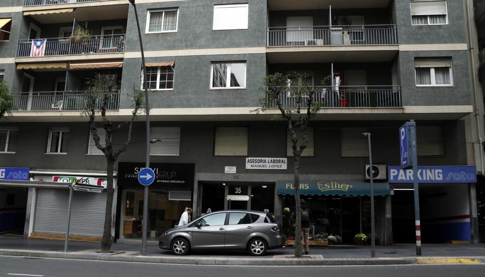 L'immoble del carrer de Ramon y Cajal de Tarragona on s'ha produït una intervenció de la Guàrdia Civil en el marc d'un macrooperatiu policial.
