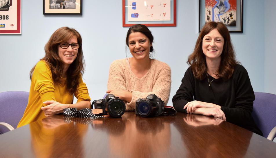 Meritxell Varela, Esther Rodríguez i Marta Pié són tres de les voluntàries de Dits Petits.