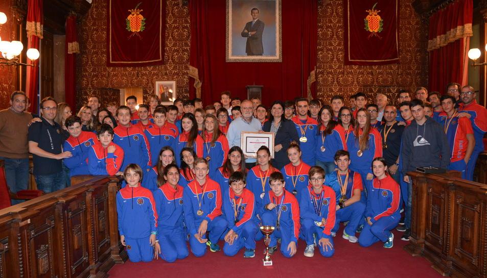La consellera d'Esports ha rebut a la secció de rem del Reial Club Nàutic de Tarragona a l'Ajuntament.