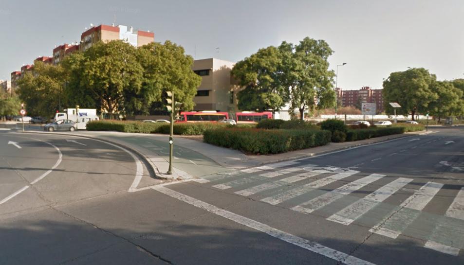 Imatge de la intersecció on el motorista va aturar el trànsit.