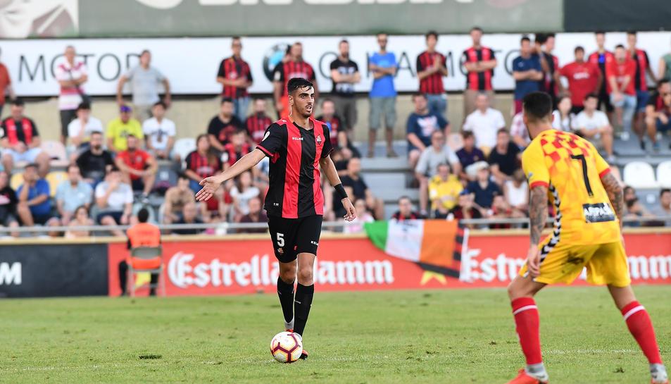 Imatge d'Alejandro Catena en una jugada del partit contra el Nàstic a l'Estadi.