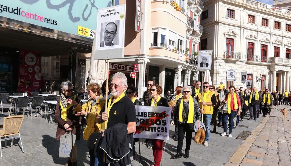 Com cada dia, han fet una concentració a la plaça Mercadal per la llibertat dels polítics presos i exiliats