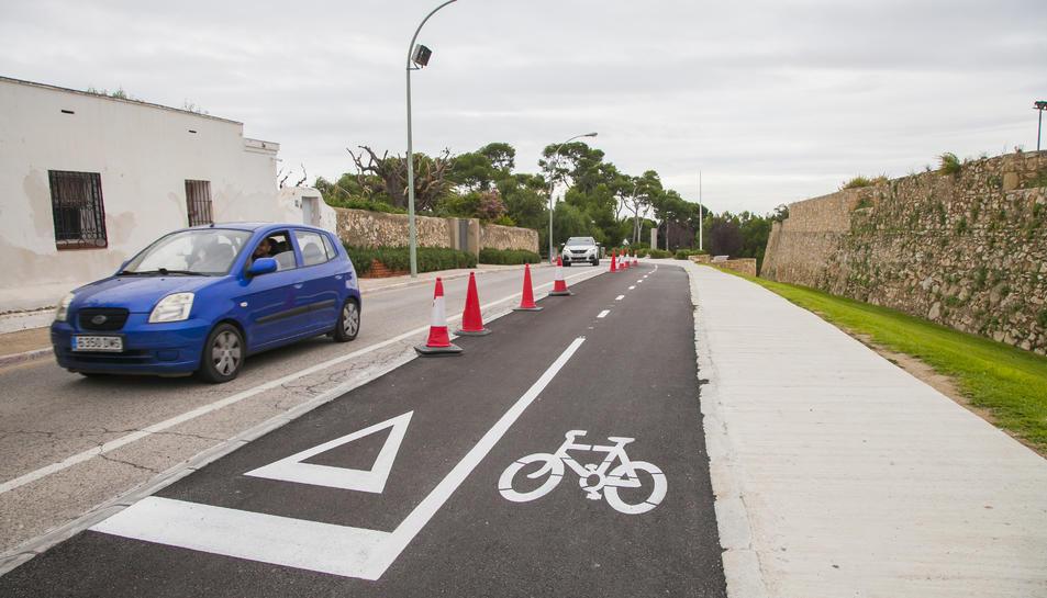 Aspecte que ofereix el nou carril bici que, de manera oficial, s'obre avui al trànsit de bicicletes.