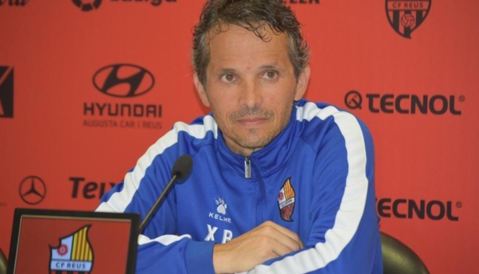 L'entrenador roig-i-negre Xavi Bartolo durant la roda de premsa.