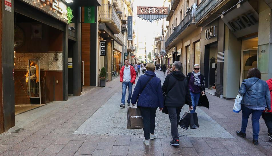 Una imatge del carrer Monterols, part d'un dels eixos comercials de la ciutat-