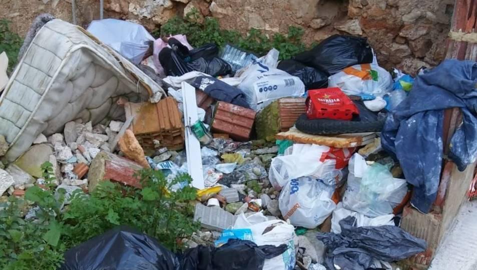 Els serveis de recollida de brossa han actuat en diferents carrers del municipi.