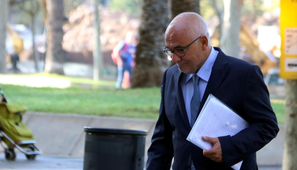 L'exdirector general de CatalunyaCaixa Adolf Todó arriba a l'Audiència de Barcelona per declarar en el judici dels sobresous