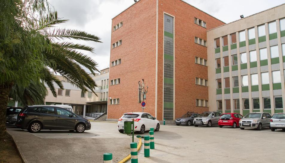 A l'edifici del CAP Sant Pere coexisteixen actualment les Àrees Bàsiques de Salut Reus 1 i Reus 2.