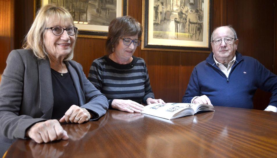 D'esquerra a dreta els autors del llibre, Mercedes Pigem, Adela Mas i Francisco Barrajón.