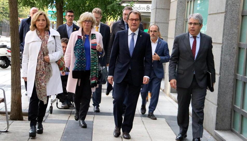 L'arribada, d'esquerra a dreta, de Joana Ortega, Irene Rigau, Artur Mas i Francesc Homs al Tribunal de Comptes el 10 d'octubre de 2018.