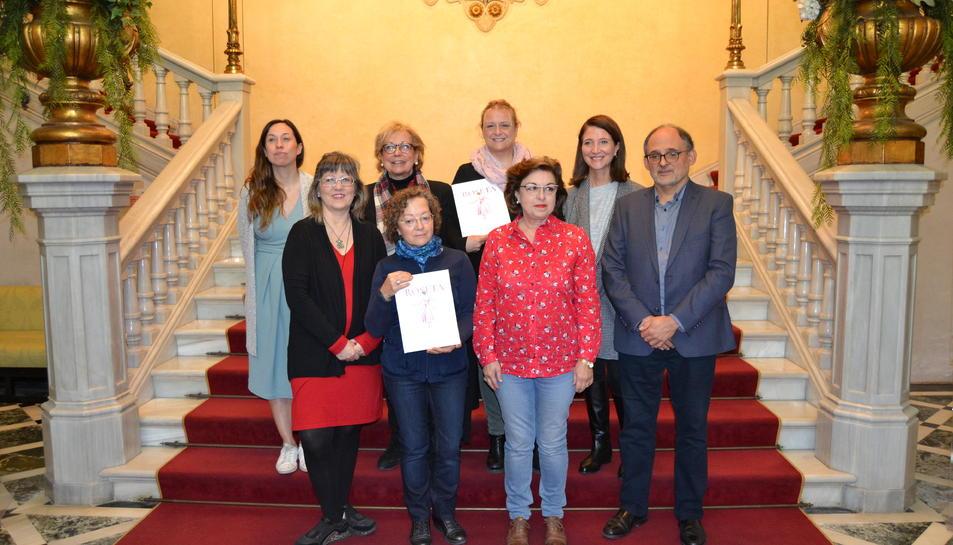 Foto de família de la presentaciód el llibre 'Roseta'.
