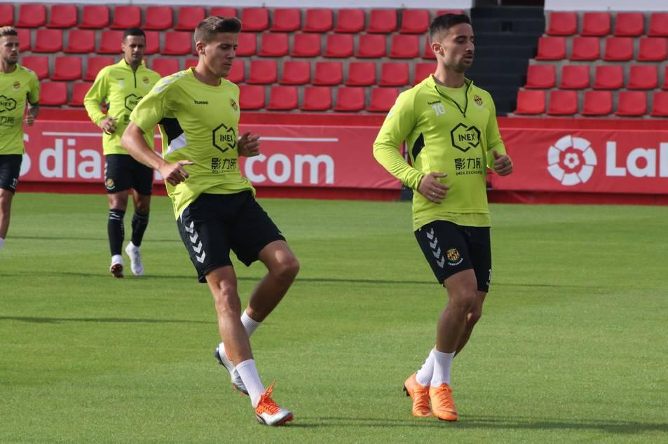 A l'esquerra, Viti, durant un entrenament, acompanyat d'Omar Perdomo