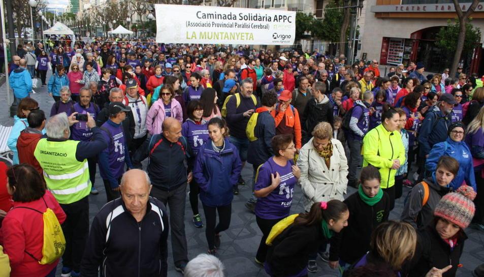 Els participants han iniciat la marxa a la Rambla Nova, davant el Teatre Tarragona