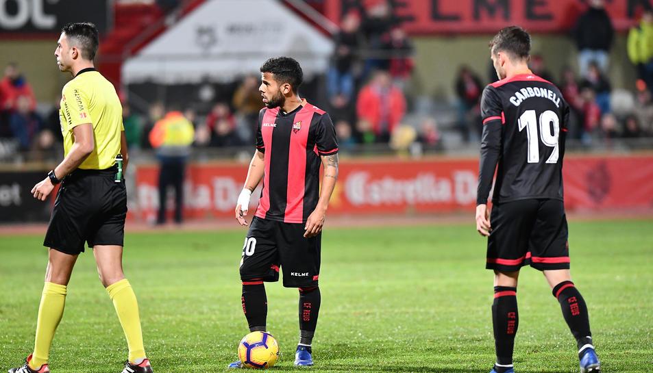 Gus Ledes i Fran Carbia, decebuts en acabar el partit de dissabte contra el Mallorca.