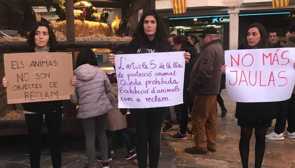 Imatge de les activistes en la protesta de diumenge.