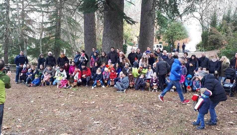 Els nens i nenes de l'Espluga van sortir a la recerca del seu Tió.