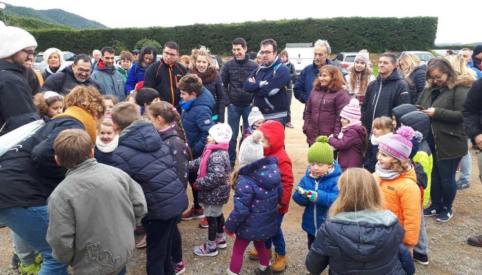 Los niños y niñas de l'Espluga salieron en busca de su Tió.