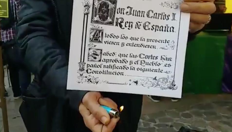 Imatge de la crema de la portada de la Constitució.