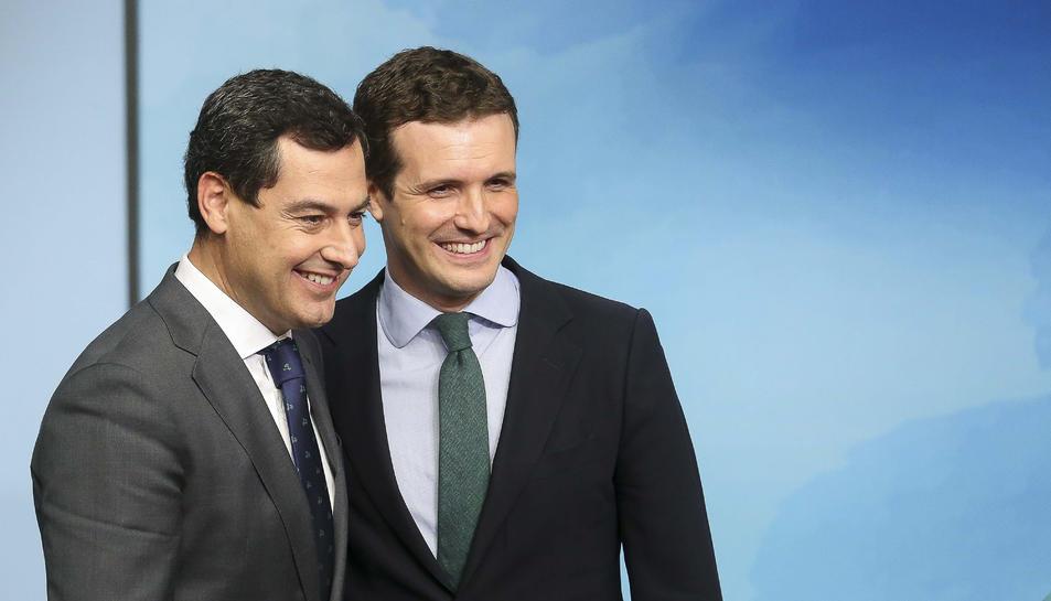 El líder del PP, Pablo Casado, amb el president del PP andalús, Juanma Moreno.