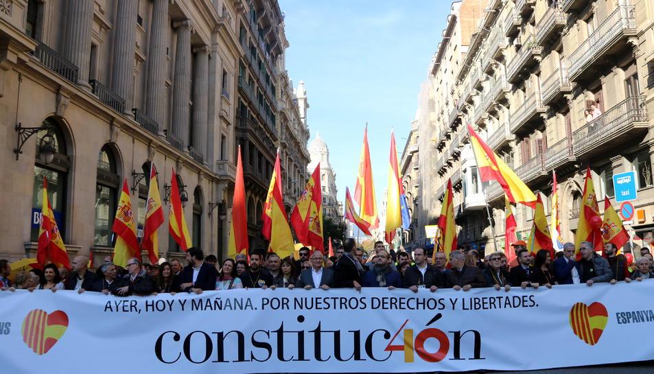 Capçalera de la manifestació en motiu de la conmemoració del 40è aniversari de la Constitució espanyola.