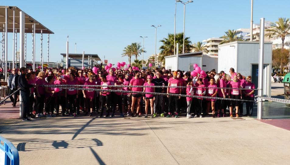 Imatge de la caminada i cursa contra el càncer de mama a Segur de Calafell.