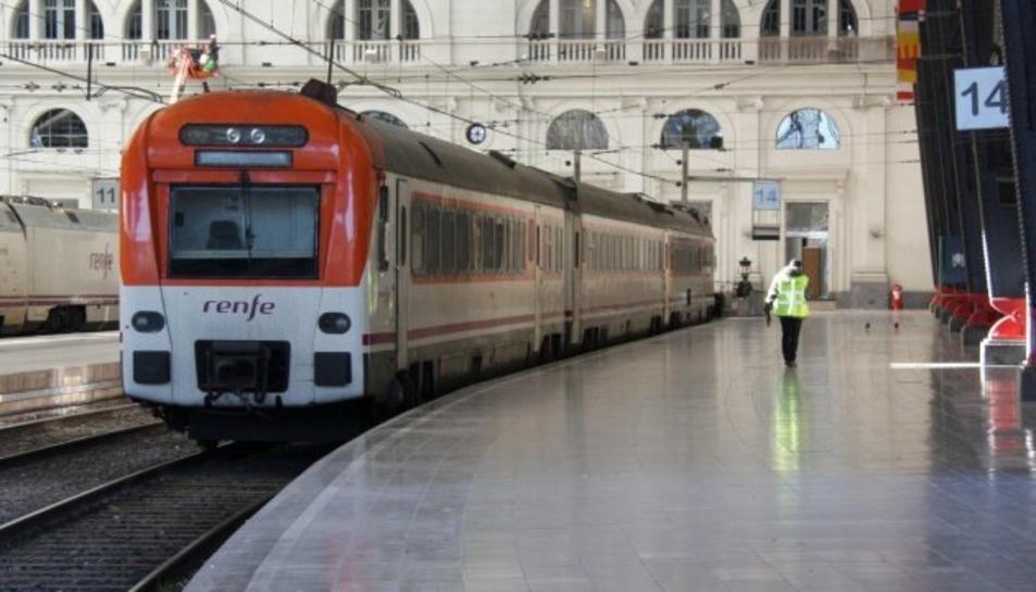 Un tren de rodalies en una imatge d'arxiu