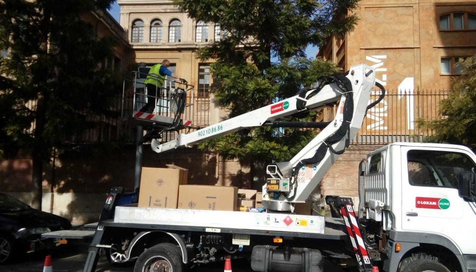 Instal·lació d'emissors al carrer Manuel de Falla.