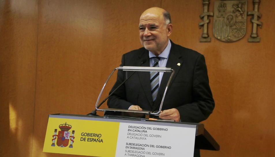 Pla mitjà del subdelegat del govern espanyol a Tarragona, Joan Sabaté, en roda de premsa de balanç del 2018. Imatge del 17 de desembre del 2019