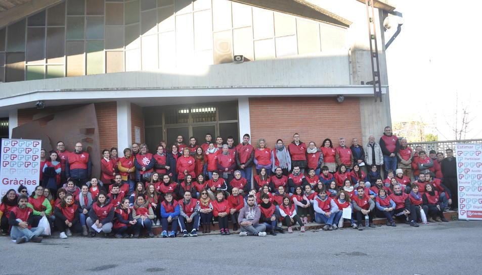 Imatge dels voluntaris que van fer possible la recollida d'aliments al barri tarragoní.