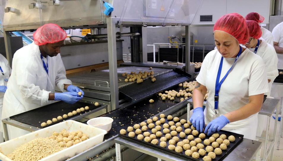 Imatge dels treballadors d'una fàbrica.