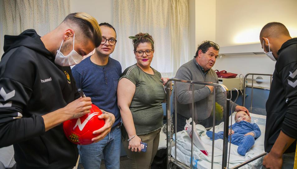 Els jugadors del Nàstic a l'Hospital Joan XXIII