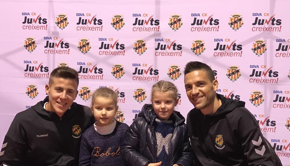 Rocha i Viti signen autògrafs als més petits.