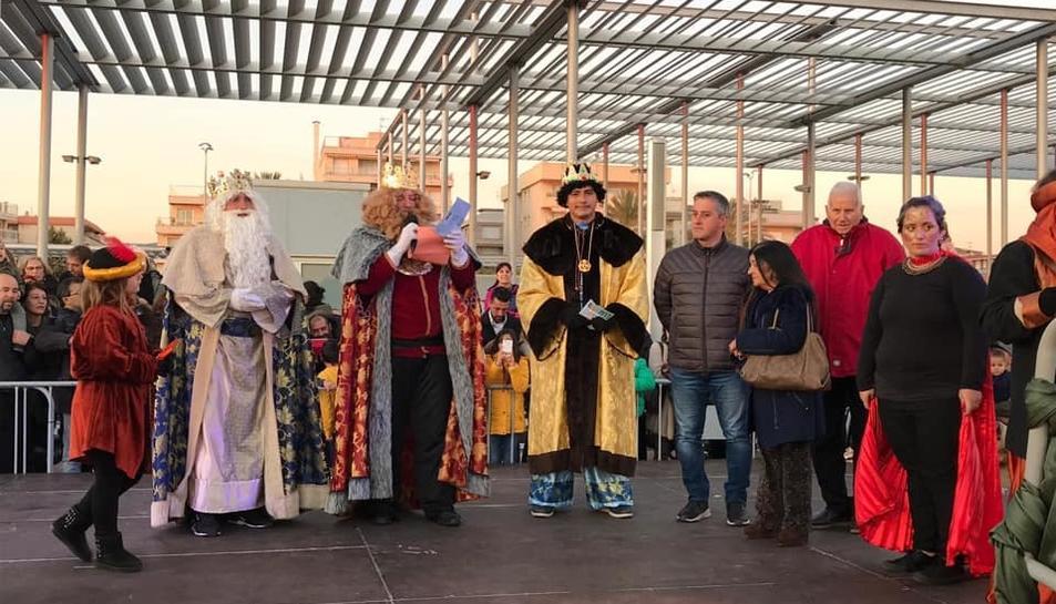 Els tres Reis d'Orient després de la seva arribada a Segur de Calafell.