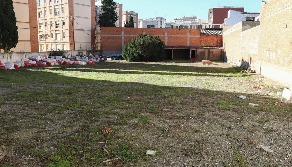 Els terrenys on s'han projectat 46 places de pàrquing.