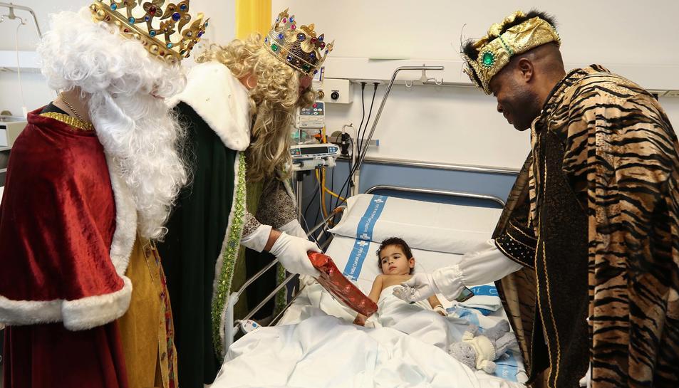 Els Reis d'Orient visiten els nens ingressats al Joan XXIII