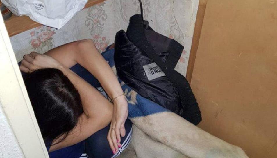 Imatge de la víctima quan va ser rescatada pels agents.