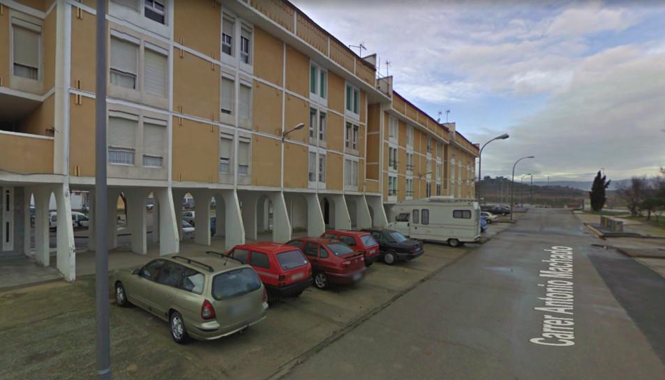 El turisme que s'ha incendiat estava estacionat al carrer Antonio Machado.