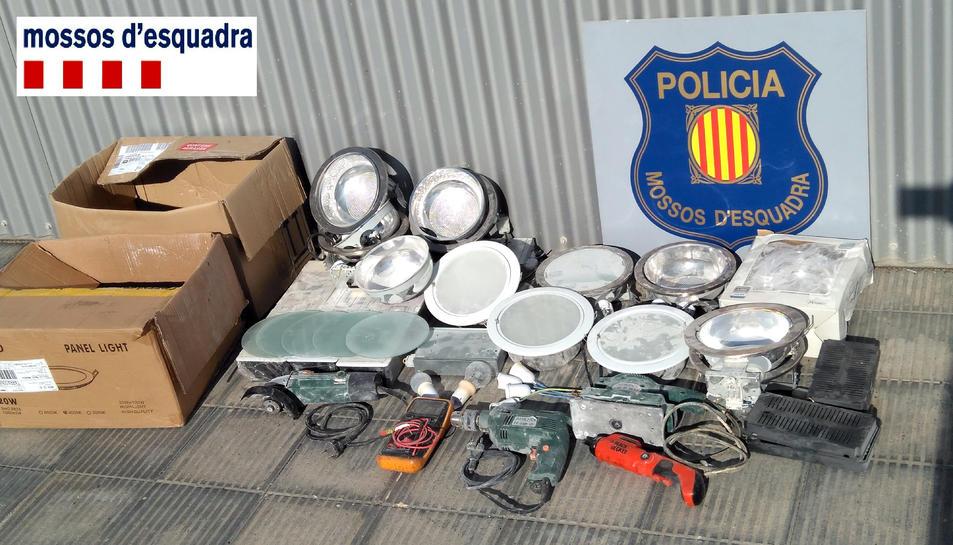 Material requisat als lladres que l'havien robat d'un immoble del casc antic de Tortosa.
